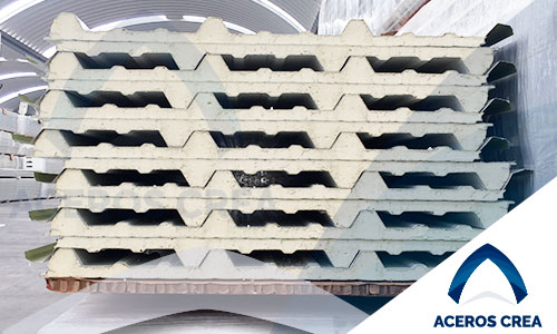 Panel con espuma de poliuretano