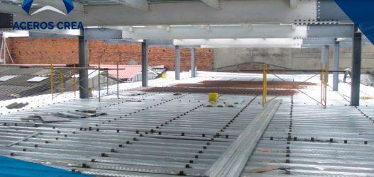 La instalación de lámina losacero en un edificio es sencilla y rápida, además de económica. Contamos con envíos a todo el país.